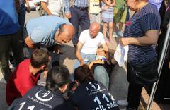 Adana'da yaralının oğlu olduğunu gören kadın gözyaşlarını tutamadı