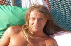 Kamyonetin çarpması sonucu ölmüştü! Triatlon sporcusu son yolculuğuna uğurlandı