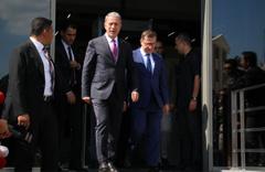 Bakan Akar'dan Akşener'e ziyaret