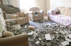 Mersin'de tek katlı evin tavanı çöktü anne ve oğul yaralandı