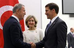 Milli Savunma BakanıHulusi Akar'dan NATO Zirvesi'nde kritik görüşme!