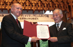 Japonya'da Cumhurbaşkanı Erdoğan'a fahri doktora verildi