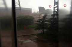 Ankara'da fırtına çatıyı böyle uçurdu