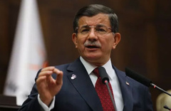 Davutoğlu'ndan gazetecilerin işine son verilmesi hakkında açıklama