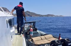 Muğla açıklarında sürüklenen teknede bulunanlar kurtarıldı