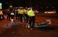 Adana'da otomobilin çarptığı motosiklet sürücüsü kurtarılamadı!