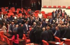 MHP ve CHP milletvekilleri arasında kavga