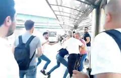 """Metrobüs durağında """"sigara içmeyin"""" dedi diye yaşlı adama acımasızca dayak attılar"""