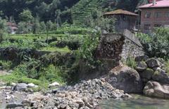 Köyün 200 yıllık tarihi taş köprüsü bir anda çöktü