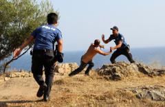 Antalya'da falezlerde intihar girişimi