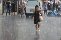 Meteoroloji bölge bölge uyardı gök gürültülü sağanak yağış geldi