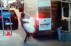 İstanbul'da hırsızlar 2 dakikada 90 bin liralık pantolonu çaldılar