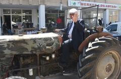 Sivas Gölova Belediye başkanı makam aracı olarak 36 yıllık traktörünü kullanıyor