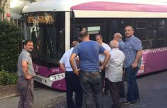 İstanbul'da freni boşalan halk otobüsü dükkana daldı