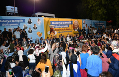 Binali Yıldırım gençleri telefonla Erdoğan'la görüştürdü Bakın rehberine nasıl kaydetmiş!