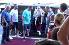Antalya'dan ayrılan Jennifer Lopez'in giydiği kıyafet herkesi şaşırttı