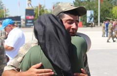 Kimsesiz askerin yemin törenindeki hali duygulandırdı! Herkes ailesine gidince...