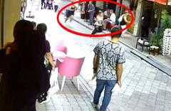 """Kadınların sokak ortasındaki """"eş"""" kavgası kamerada"""