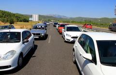 Muğla'nın Akyaka mahallesi bayramda nüfusunu 25'e katladı araç trafiği kilitlendi