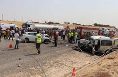 Diyarbakır'da zincirleme trafik kazası: 2 ölü, 8 yaralı