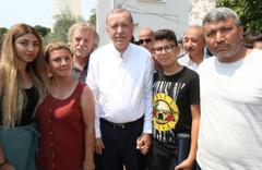 Muğla'da Erdoğan'a cuma namazı çıkışı büyük ilgi sohbet etti fotoğraf çektirdi