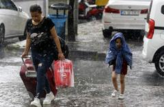 İstanbul'u çok hücreli fırtına vurmuştu! Yarın geliyor saatlik hava durumuna bakın