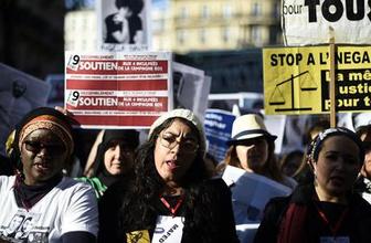 Paris'te ırkçılığa karşı büyük protesto!