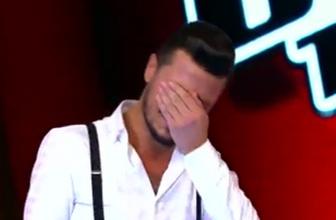 Yarışmacı sahnede gözyaşlarına boğuldu!