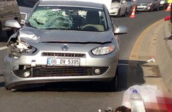 Otomobil çarptı, metrelerce yükseğe savruldu!