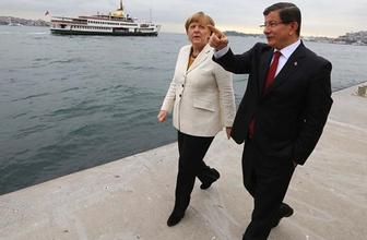 Başbakan Davutoğlu ile Merkel'den flaş görüşme