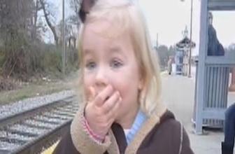 İlk kez tren gören minik kız