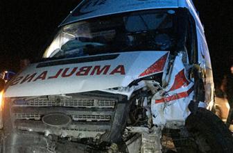 Ambulans ile otomobil çarpıştı: 2 ölü, 7 yaralı