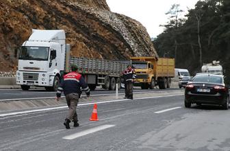 İzmir'de jandarma aracına saldırı: 2 yaralı