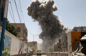Fransız uçakları DAEŞ'in silah depolarını vurdu!