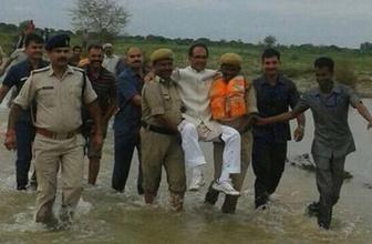 Başbakan olay yerini havadan inceledi!