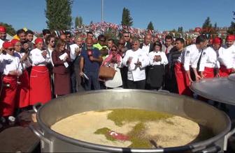 Dünya barışı için 3 ton 192 kilo aşure pişirildi!