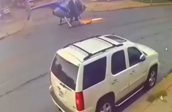 Helikopter caddenin ortasına acil iniş yaptı