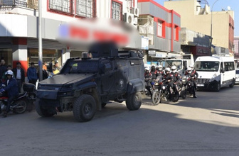 500 polis o mahalleye girdi! Tam 450 kişi...
