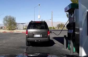 Benzin pompasını arabasında unutan genç