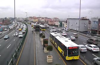 Metrobüs yolunda kaza yaralılar var