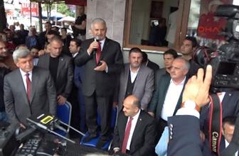 Başbakan Yıldırım, sandalyenin üzerine çıkap vatandaşlara seslendi