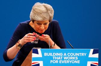 İngiltere Başbakanı Theresa May'ın zor anları
