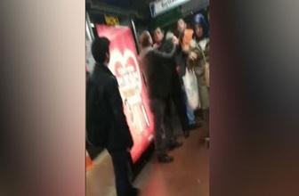 Metrobüs durağında tekme tokat kavga!