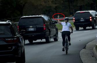 Trump'ın konvoyuna bu işareti yaptı bakın başına neler geldi