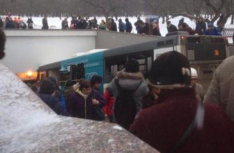 Moskova'da otobüs yayaların arasına daldı! Ölü ve yaralılar var