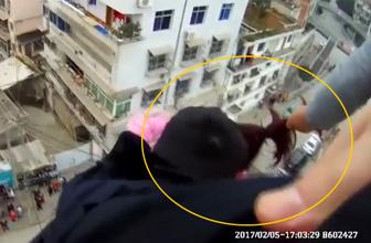 İntihar eden karısını son anda saçlarından yakaladı