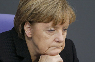 Merkel resmen eridi anket sonuçları alarm veriyor!