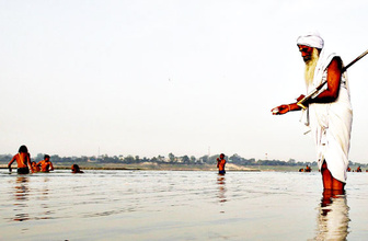 Ganj Nehri'de artık bir 'canlı' kirleten suç işlemiş sayılacak
