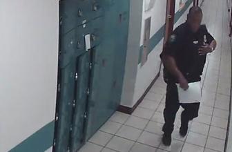 Koridorda yürüyen polis fareyle karşılaşırsa...