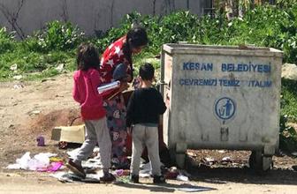 Çöpteki defterlere sevinen çocuklar yürekleri sızlattı